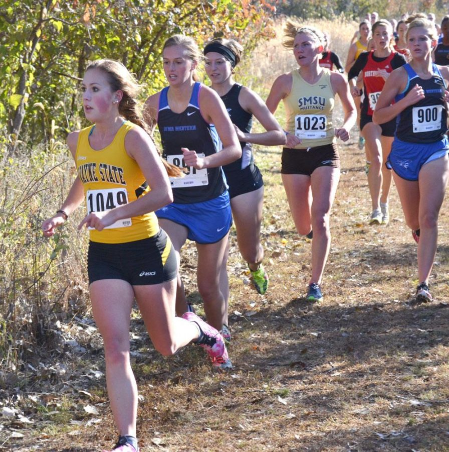 Andrea+DeSimone+competes+in+the+Briar+Cliff+Invitational%2C+finishing+in+45th+place.