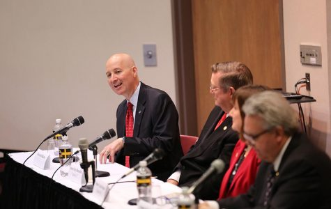 Ricketts leads legislative forum
