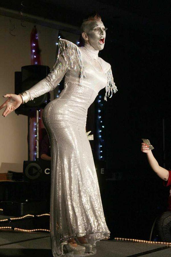 WSC+alum+Avii+Quinn+performs+during+the+drag+show+on+Thursday+night.