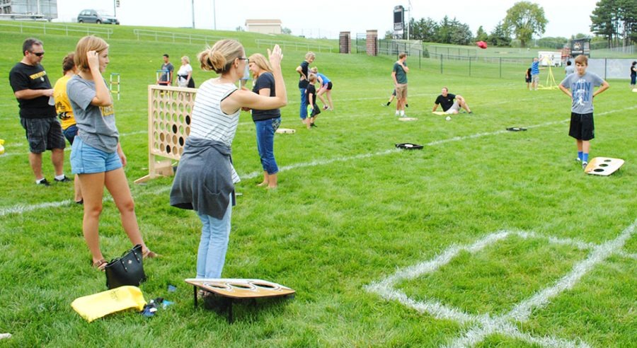 Students and families had fun playing games during Family Weekend