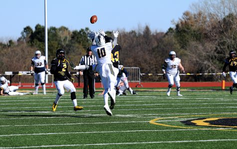'Cats earn NSIC win on late-game catch