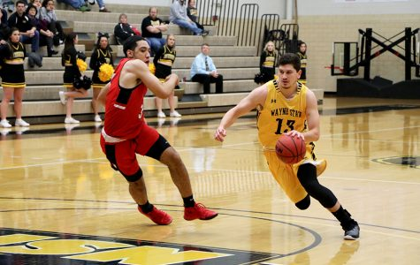 Wildcats have a 1-1 weekend in basketball
