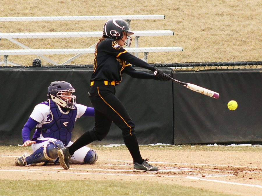 Softball team has a weekend of wins and losses
