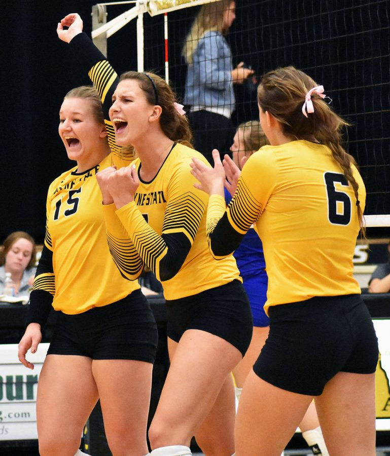 Wildcats look to clinch spot in NSIC tournament