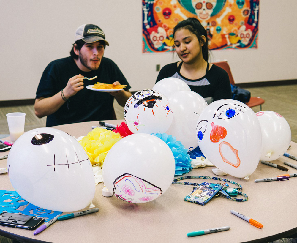 Students+learn+about+Dia+De+Los+Muertos+with+food+and+entertainment