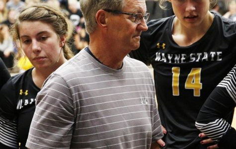 High school coaching legend adds insight to WSC volleyball