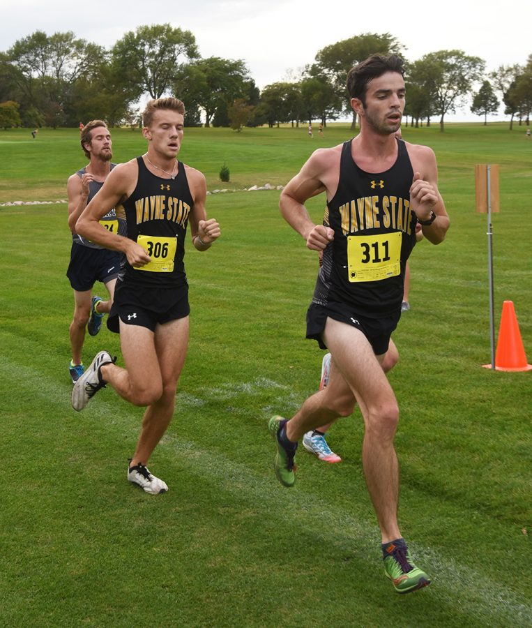 Bailey Peckham and Bryce Holcomb mid-race at the Wildcat Classic
