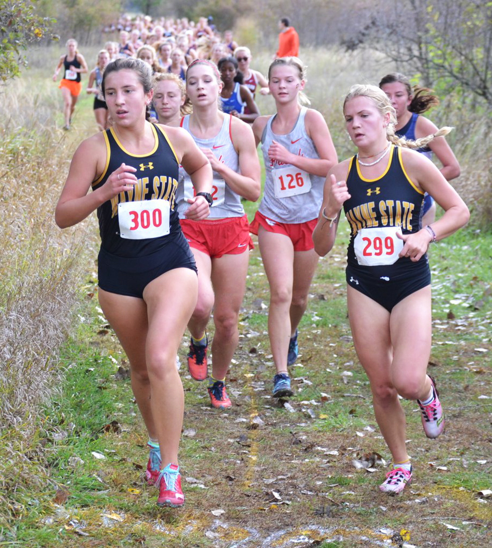Cross country performs at Briar Cliff