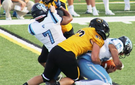 Football shuts out Upper Iowa 62-0