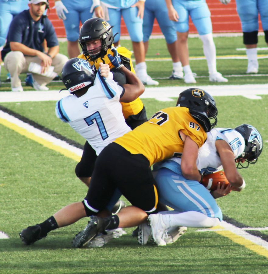 Football shuts out Upper Iowa 62-0