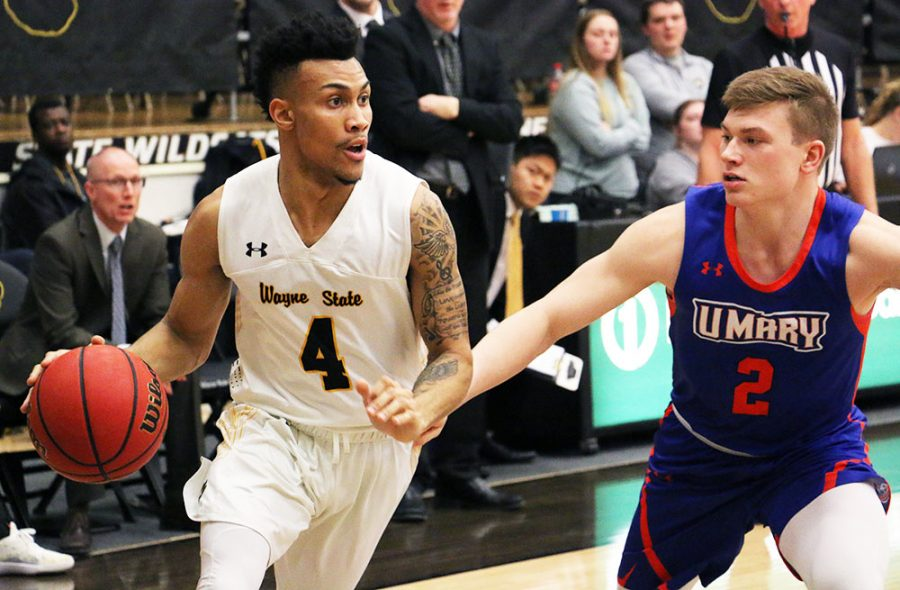 Men's basketball extends win streak with weekend sweep